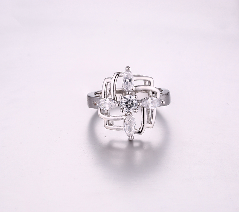 Luxurious Maze Ring K0264R