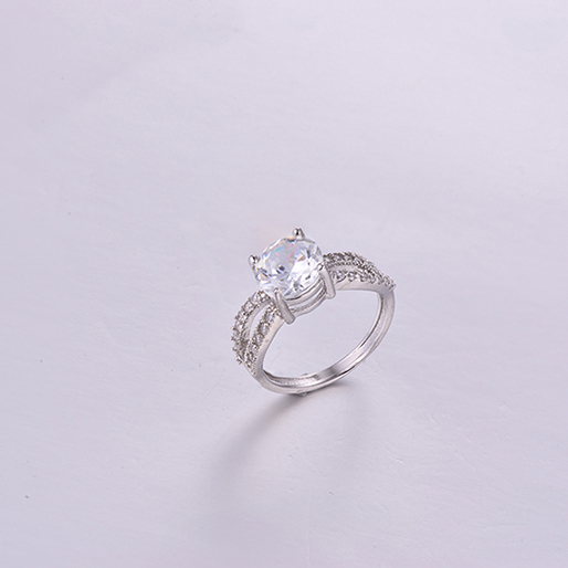Luxurious Queen Ring K0272R